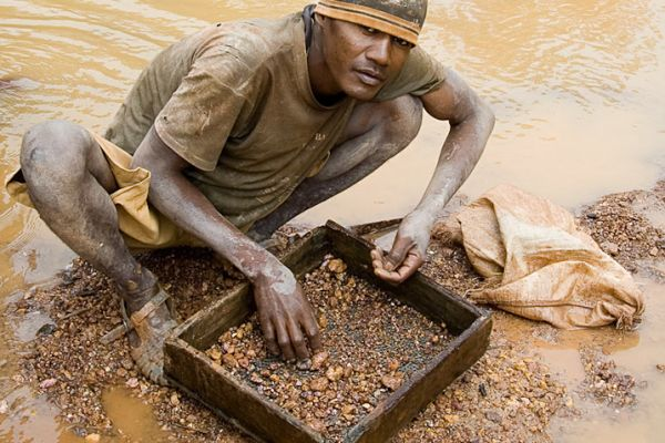 Panning for ruby & sapphire near Moramanga