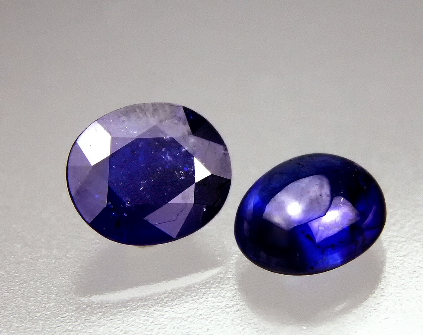 Figure 1. Two blue stones weighing 7.57 ct (left) and 6.62 ct (right) submitted to GIT for testing in May 2012. (Photo: Warinthip Krajae-Jan).